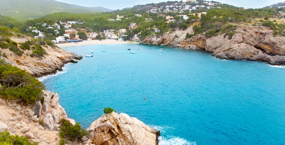 Türkisblaues Meer in der Bucht Cala Vadella - Cala Vadella