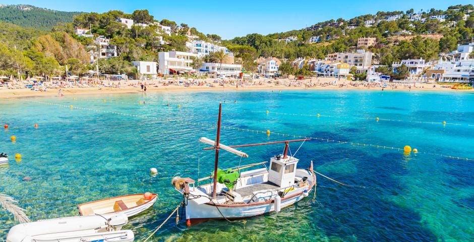 Fischerboot in der Bucht Cala Vadella - Cala Vadella