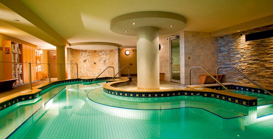 Pool - Banff Caribou Lodge & Spa