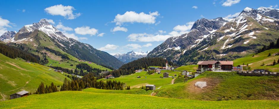 Vue sur la montagne Biberkopf en été