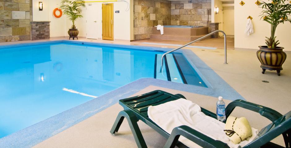 Pool - Lobstick Lodge