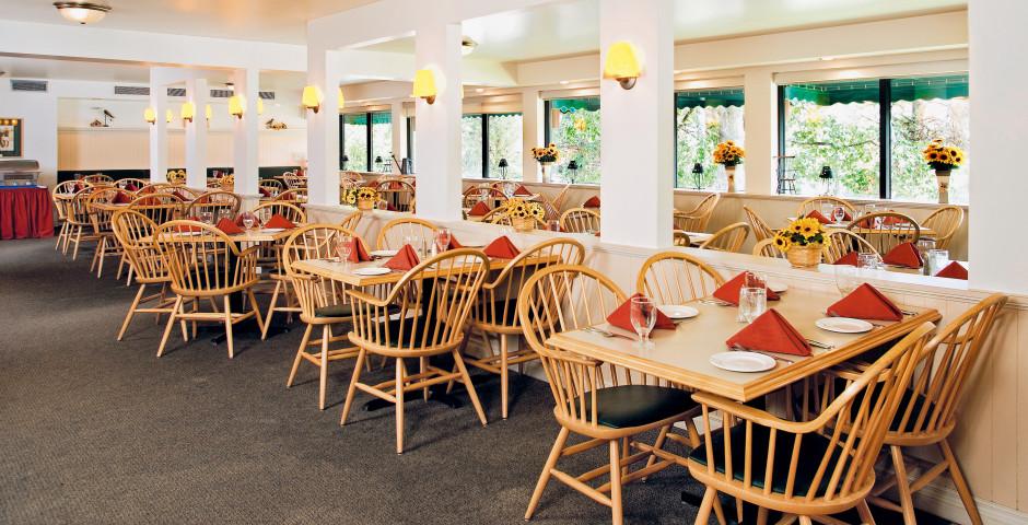 Restaurant - Lobstick Lodge