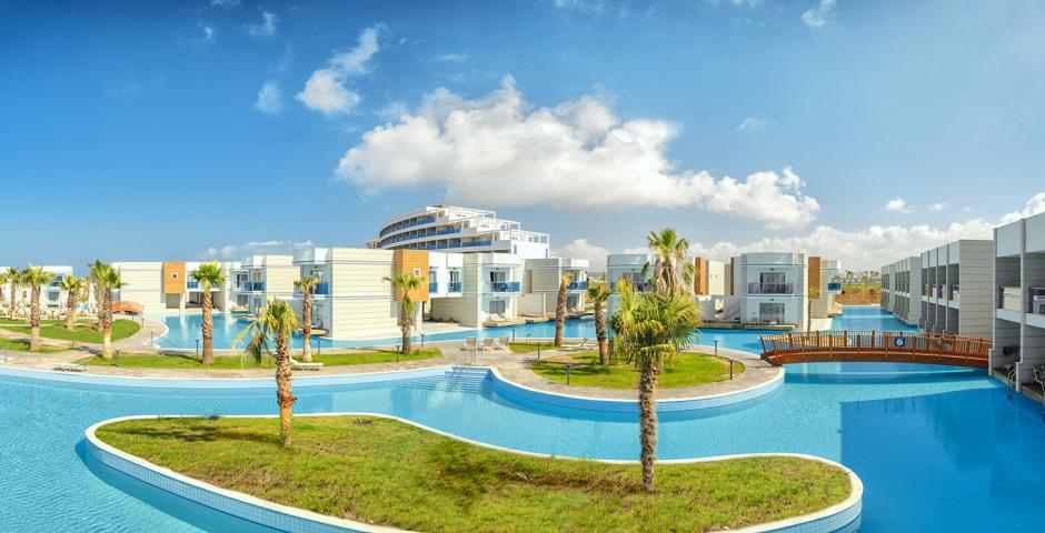 Aquasis Deluxe Resort