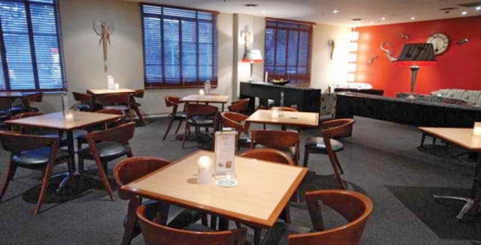 Adina Apartment Hotel Brisbane, Anzac Square