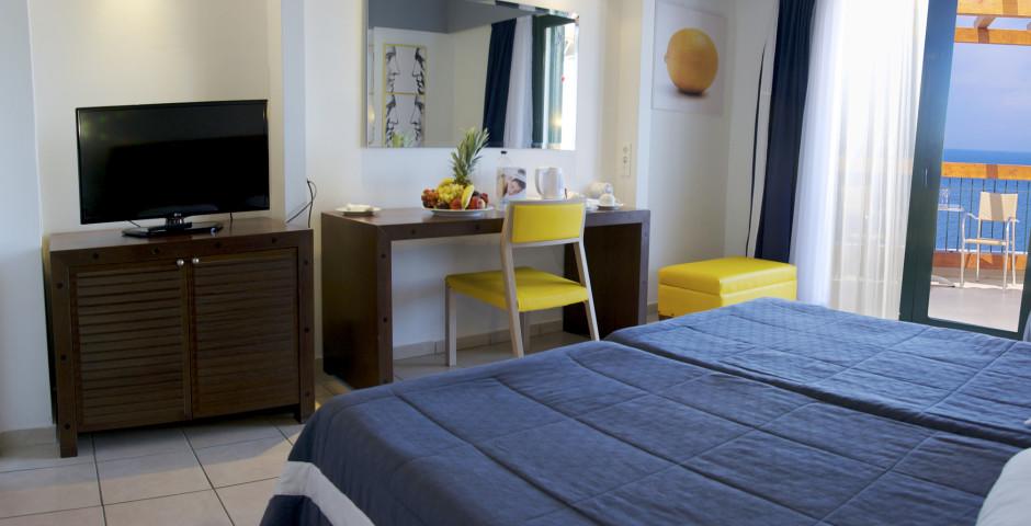 Doppelzimmer - Apostolata Island Resort & Spa