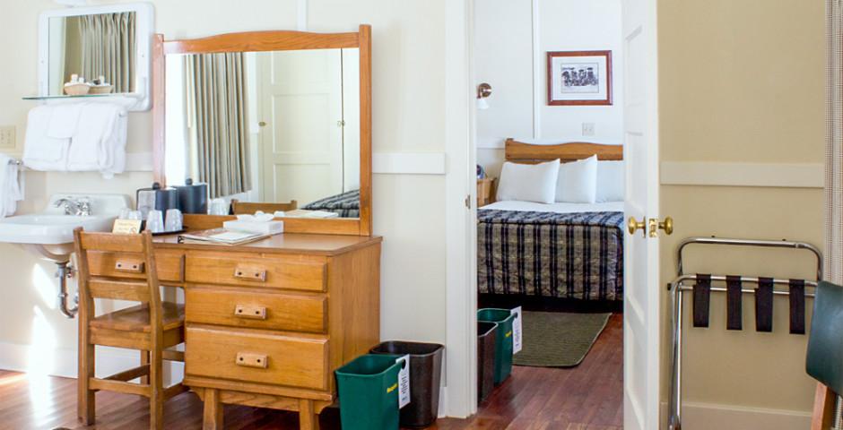 Mammoth Hot Springs Hotel