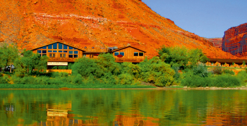 Red Cliffs Adventure Lodge