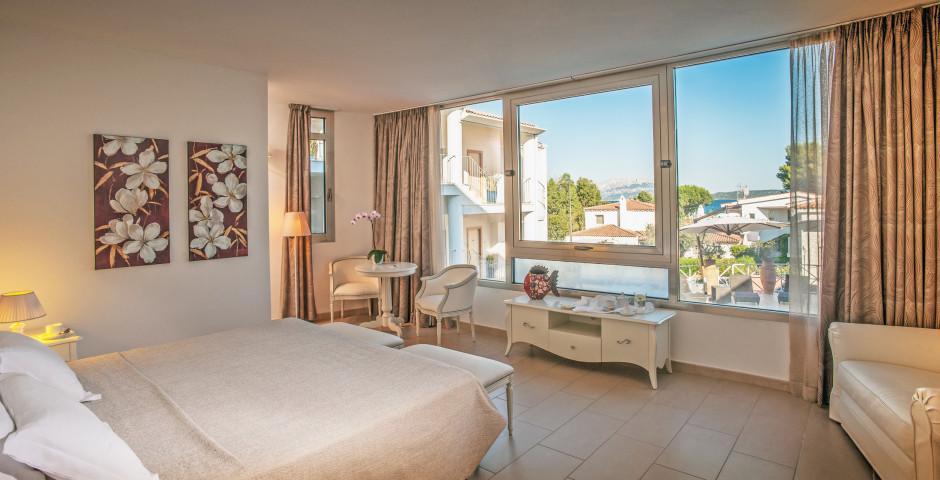 Junior Suite - Pelican Beach Resort & Spa