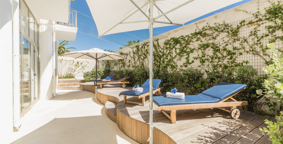 Pelican Beach Resort & Spa