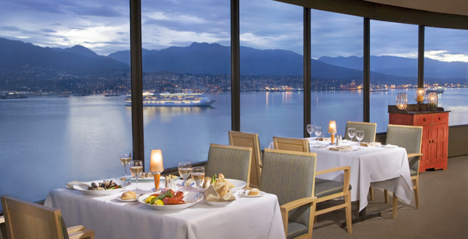 Restaurant - Pinnacle Vancouver Harbourfront Hotel