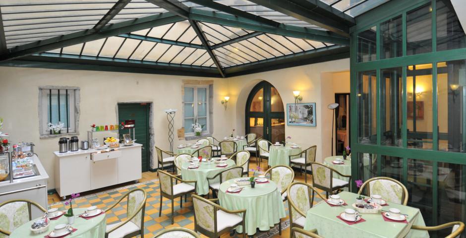 Le Phénix Hotel
