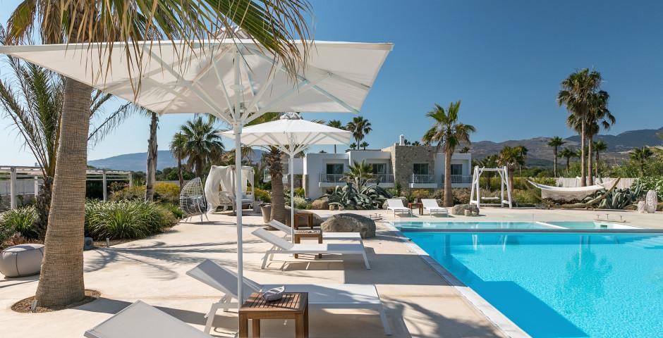 White Pearls Luxury Suites
