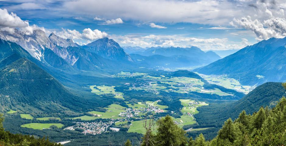 Panoramasicht auf die Umgebung Innsbrucks - Innsbruck