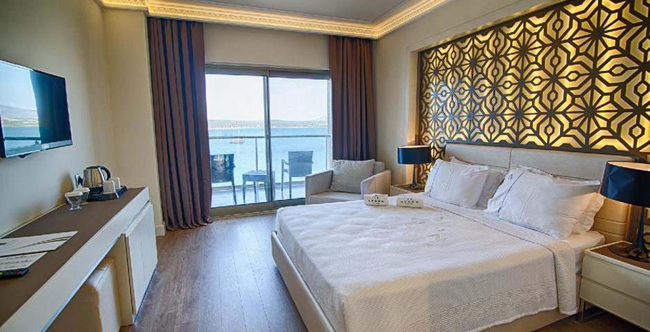 The Roxy Luxury Moon Resort