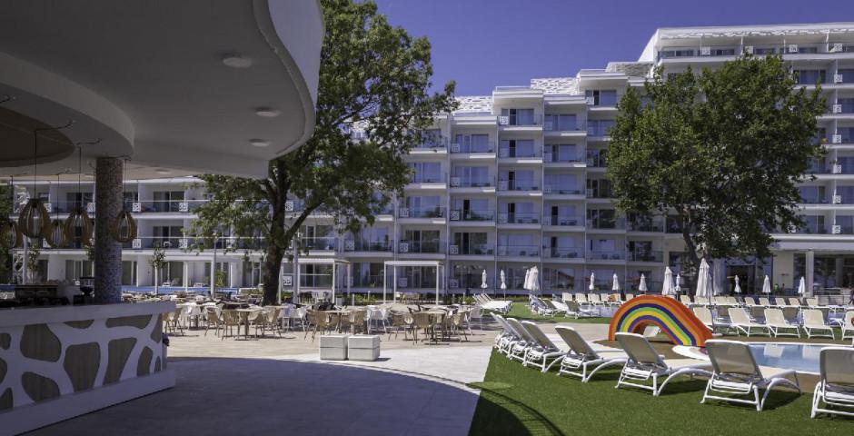 Paradise Blue Hotel & Spa