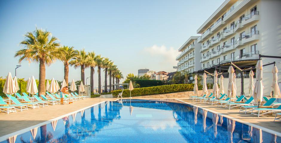 Premium Beach Hotel Golem