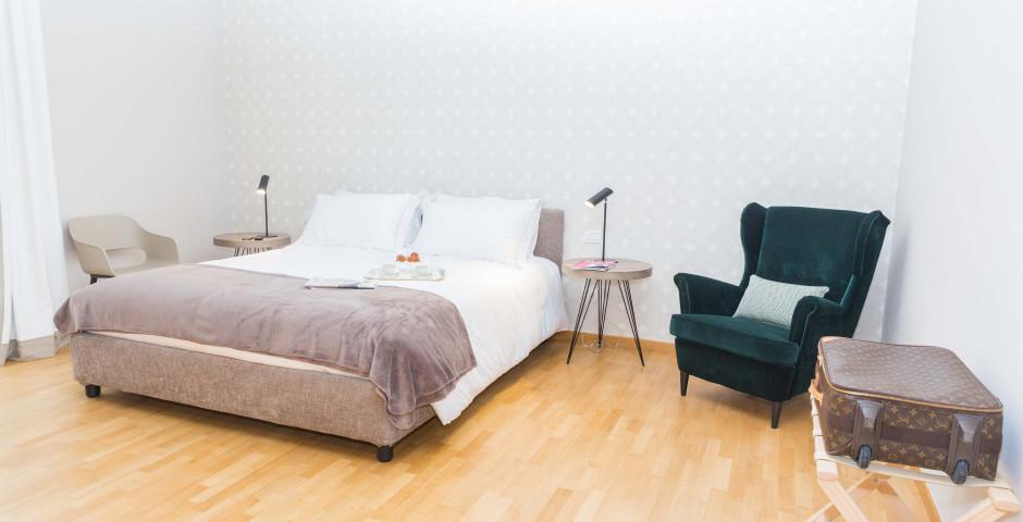 200 Rooms & Terrace