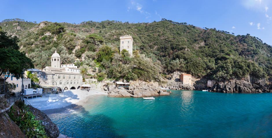 La baie de San Fruttuoso et l'abbaye éponyme - Portofino / Santa Margherita Ligure