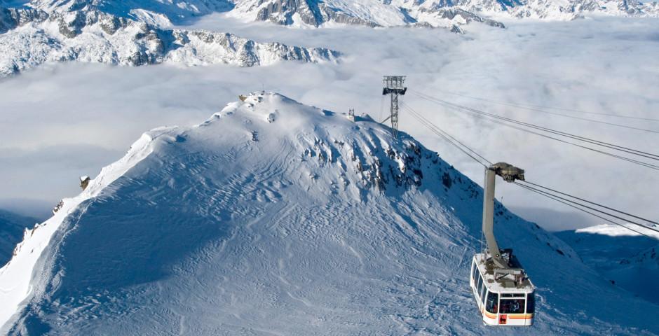 Bergbahn auf den Gemsstock in der Skiarena Andermatt - Andermatt