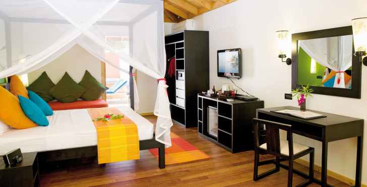 Jacuzzi Beach Villa - Vilamendhoo Island Resort & Spa