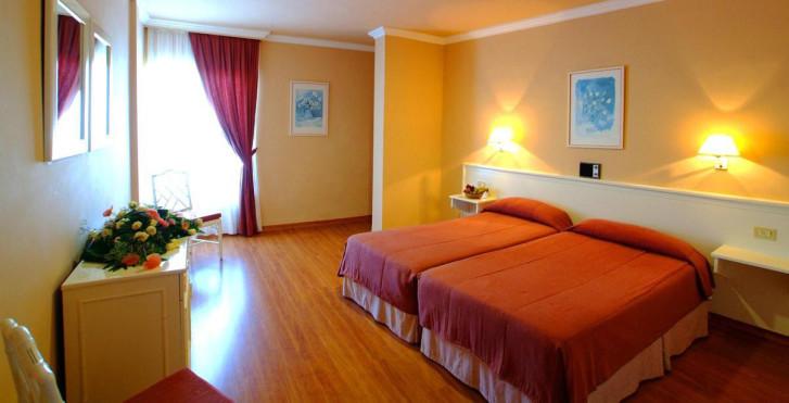 Image 28360168 - Spa La Quinta Park Suites