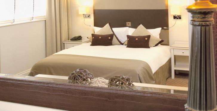 Image 7974126 - London Bridge Hotel