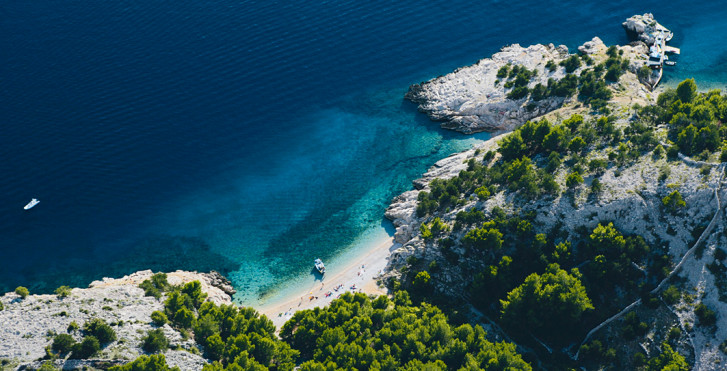 Vue aérienne de la côte de Krk, Croatie
