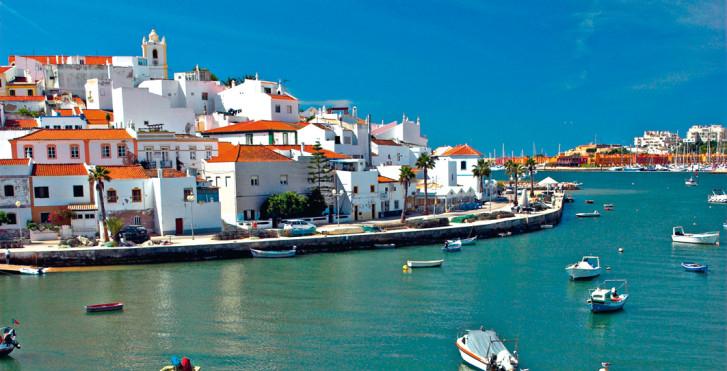 Ville côtière idyllique, Portugal