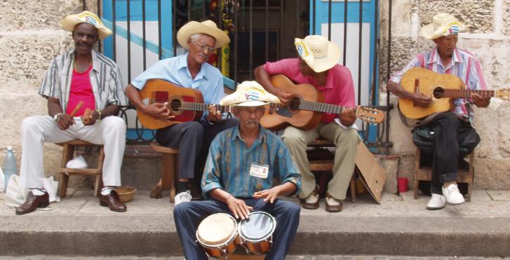 musiciens de rue à La Havane