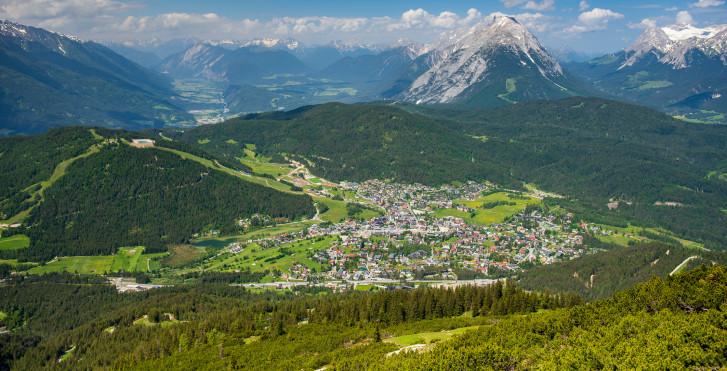 Vue de Rosshütte sur Seefeld et la vallée de l'Inn