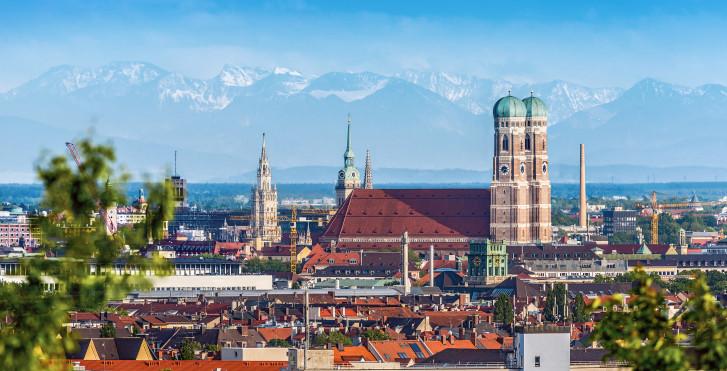 Vue sur Munich et les Alpes
