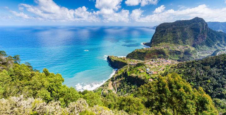 Blick vom Aussichtspunkt Miradouro do Curtado