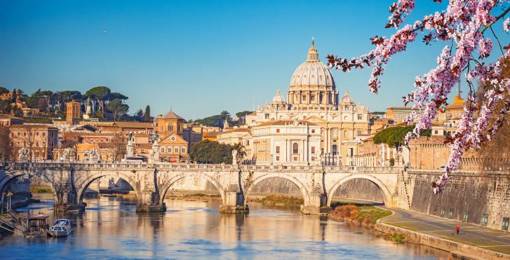 Petersdom und der Fluss Tiber