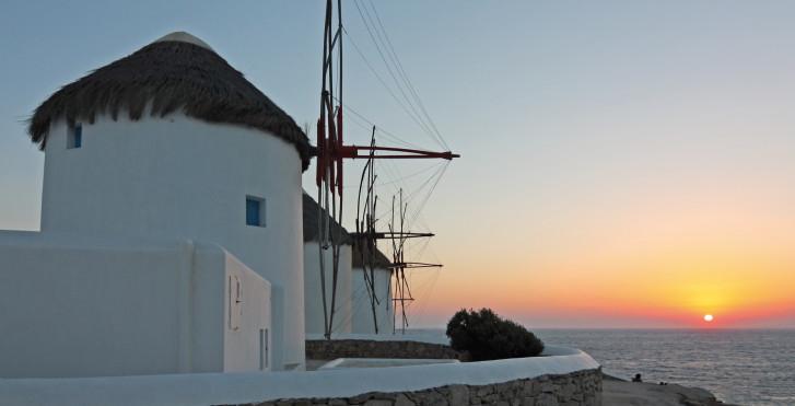 Moulins à vent blancs à Mykonos