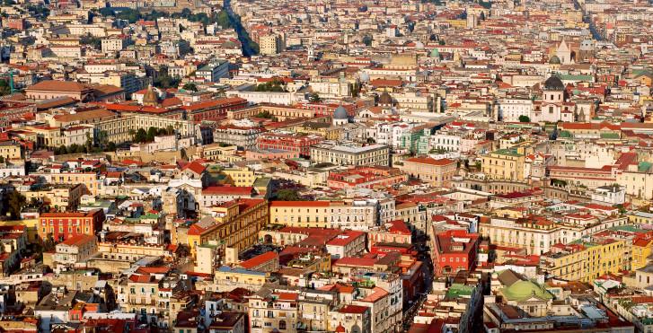 Blick auf die Innenstadt von Neapel