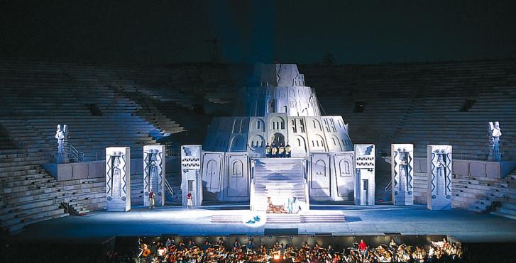 Bühne in der Arena von Verona