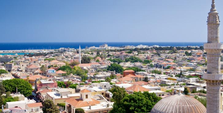 Blick auf die historische Altstadt von Rhodos-Stadt