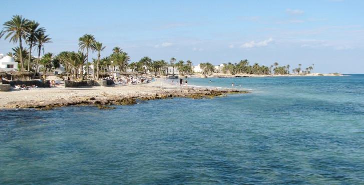 Plage des palmiers sur l'Île de Djerba