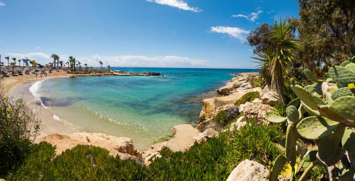 Petite baie à Nissi Beach