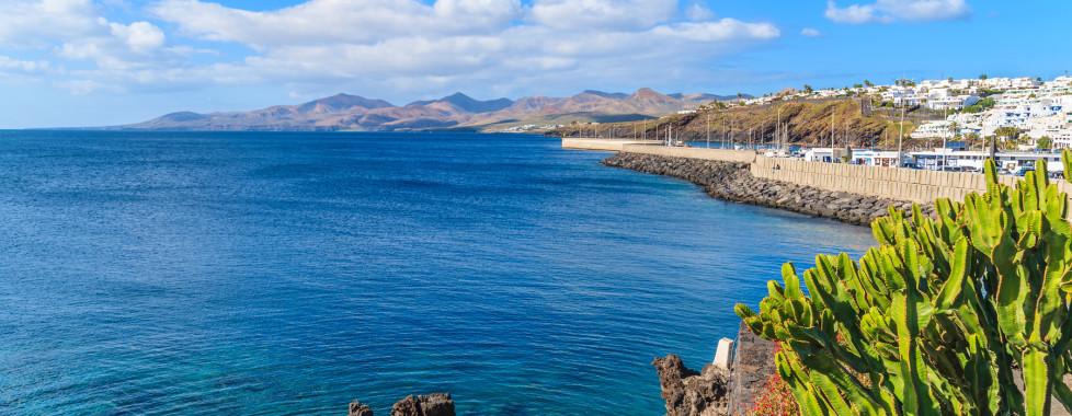 Vue sur le port de Puerto del Carmen