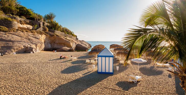 Belle plage de sable Playa del Duque à Costa Adeje