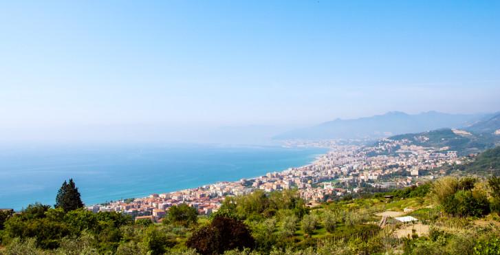 Sicht von Borgio Verezzi auf Loano und Pietra Ligure