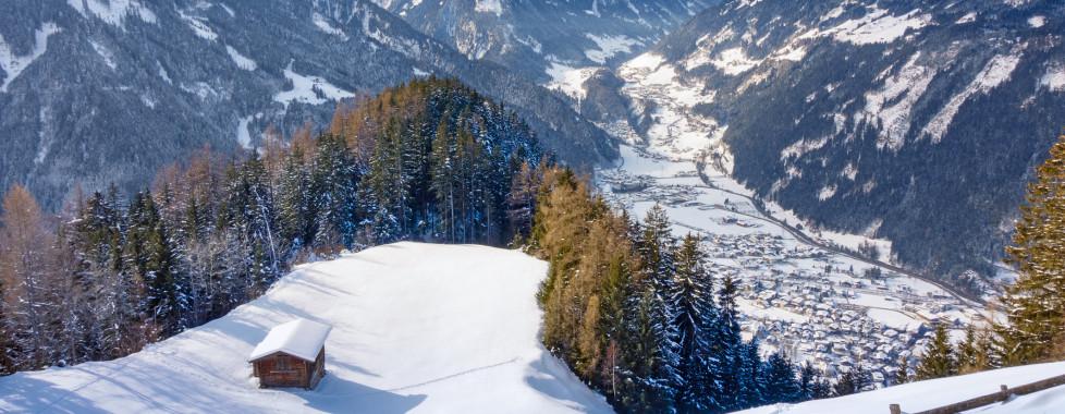 Blick auf Mayrhofen im Winter