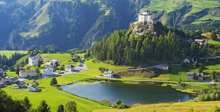 Blick auf das Schloss Tarasp
