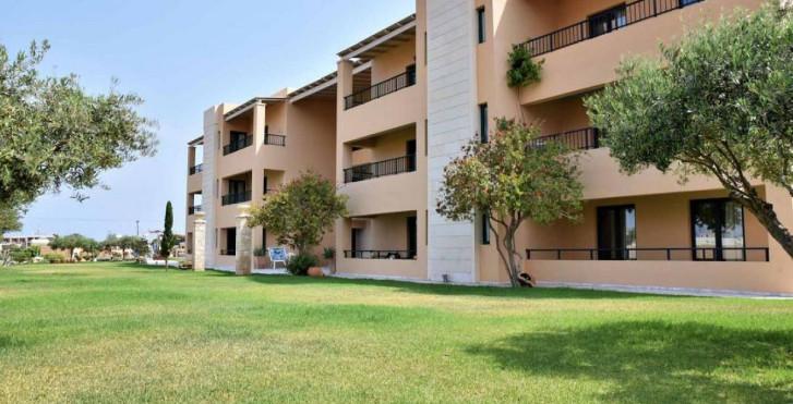 Golden Bay Aparthotel