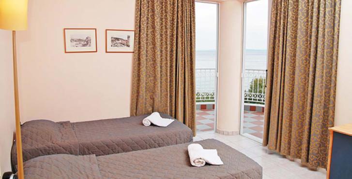 Xenos Kamara Beach Aparthotel