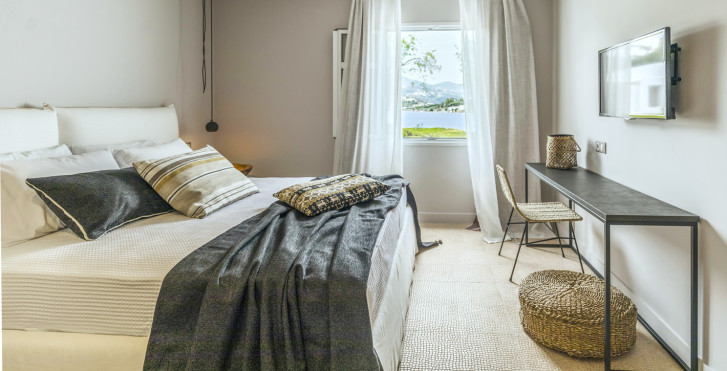 Suite - Minos Beach Art Hotel