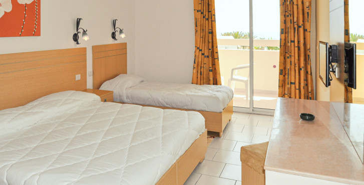 Dreibettzimmer - PrimaSol Omar Khayam Resort & Aquapark