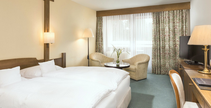 Chambre double côté forêt - Maritim Titisee Hotel