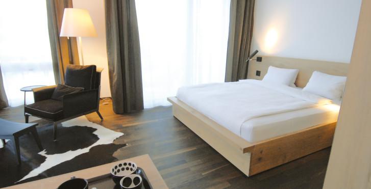 Chambre double - Hôtel Belvédère (avec abo-ski (hiver)/remontées mécaniques (été) et Bad Scuol)